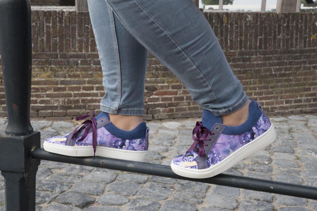 paarse sneakers